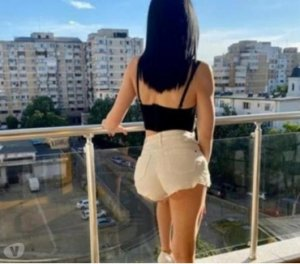 Willona curvy escort girls in Fairbanks