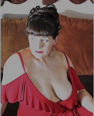 Delfine outcall escort in North Liberty